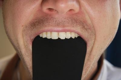 sử dụng banh miệng màu đen